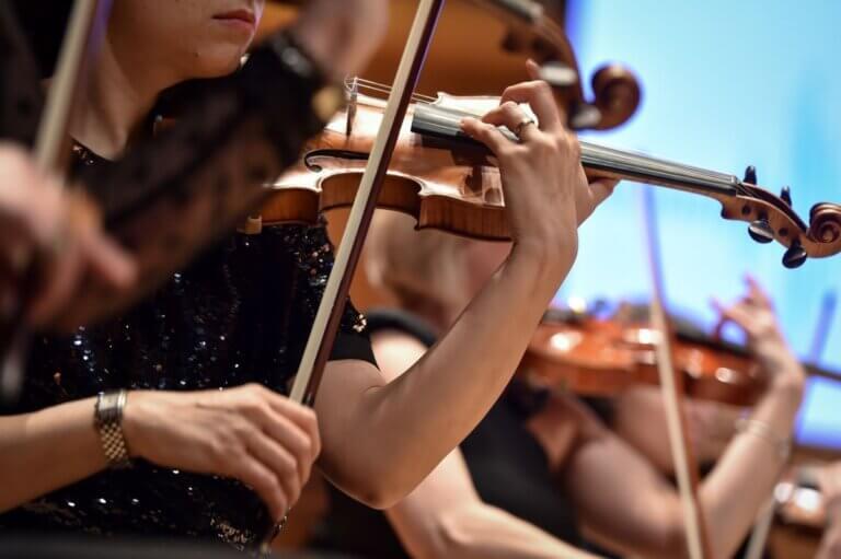 woamn playing a violin at the BPO & Graycliff