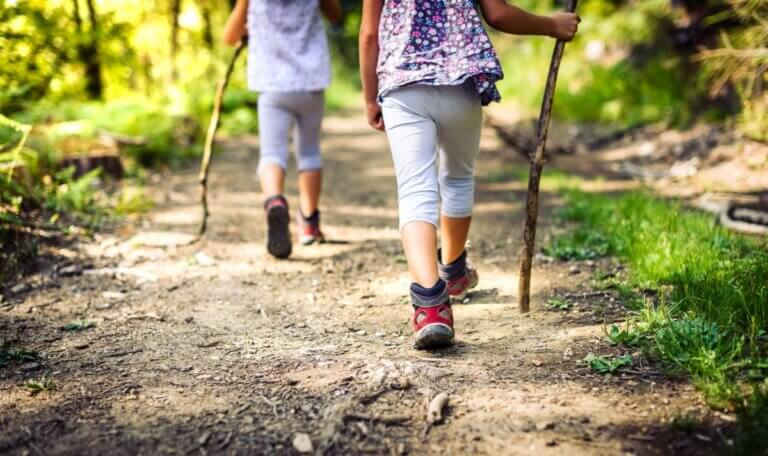2 girls hiking in don river valley park