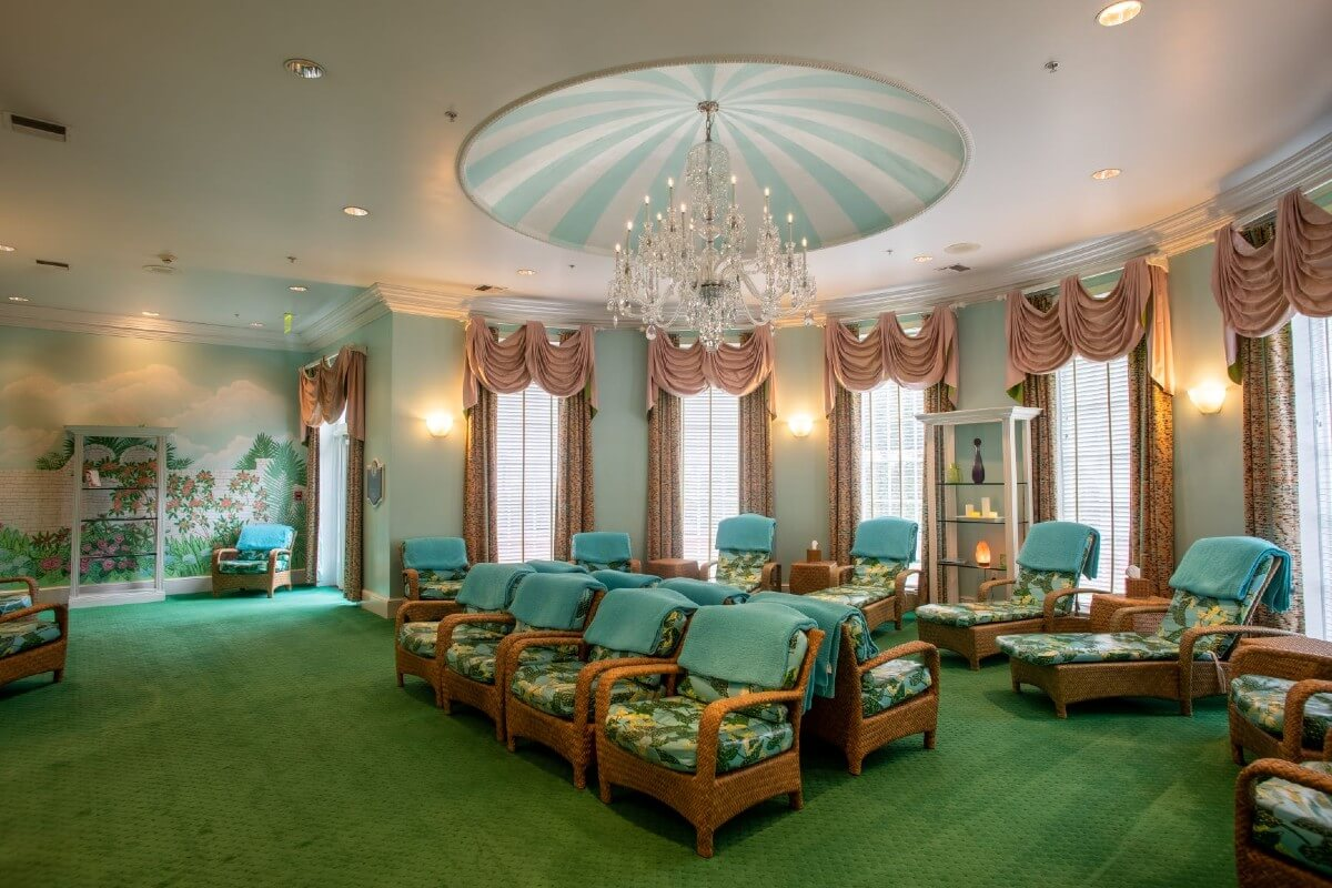 pink, mint and green loungewith chais at greenbrier spa