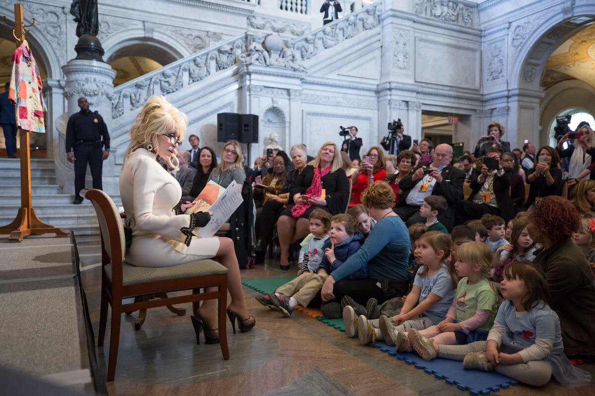 Dolly Parton reading to children and adults at the USA Library of Congress