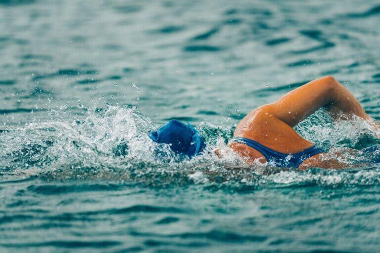 marathon swimmers raise funds for regina ywca