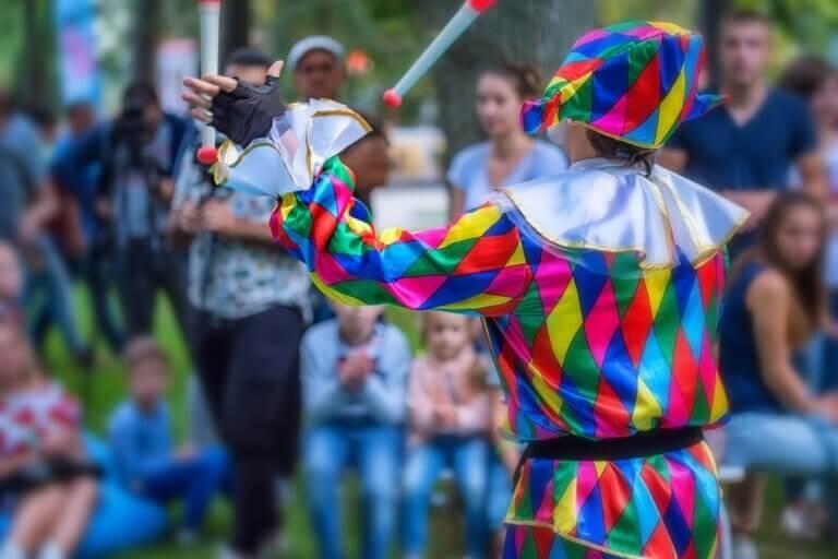 colourful clown performs at saskatoon fringe festival