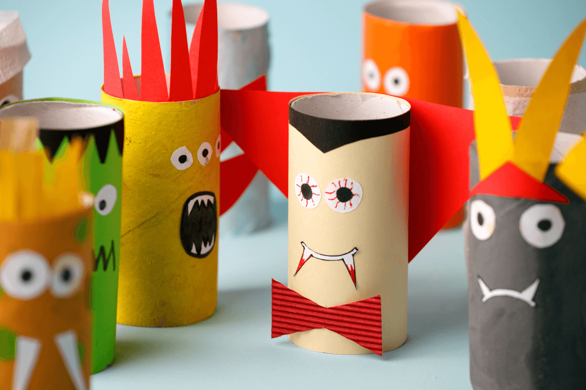Green Halloween idea: Halloween characters made from toilet paper rolls
