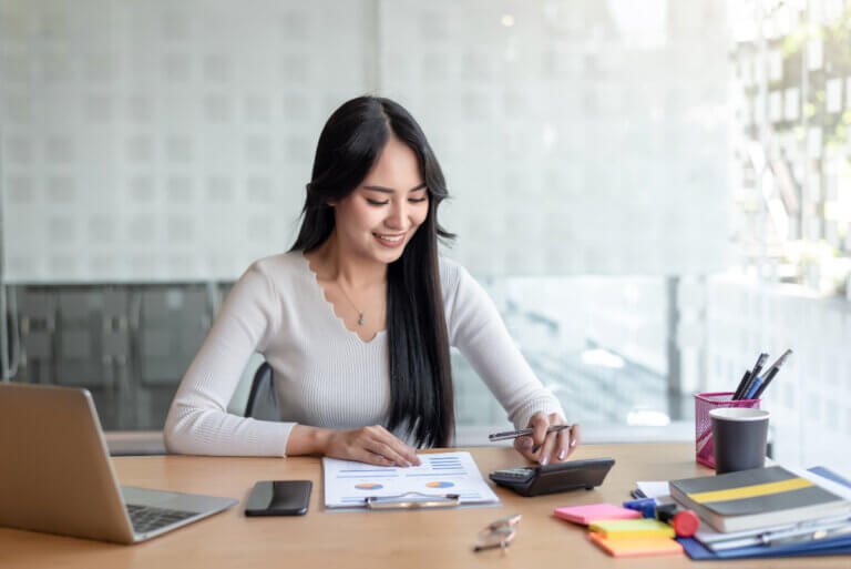 woman at desk learning about investing